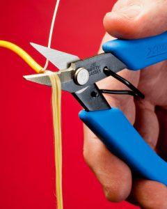 Xuron® Model 9180 Industrial Scissors cuts Aramid and other high strength fibers.