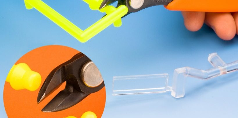 The Xuron® Model 2175A cuts a variety of injection molded parts