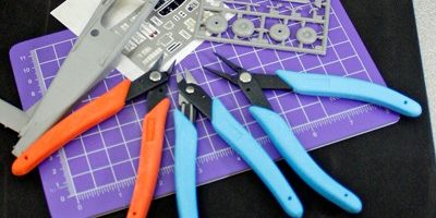 Xuron® Modeler's Tool Kit designed for scale model builders. Contains Model 410T Sprue Cutter, Model 440 High Precision Scissor and Model 450 Tweezernose Pliers