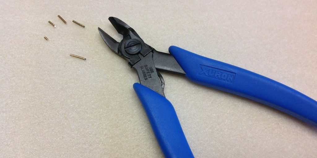 Wire Retaining Clip keeps cut pieces of wire from littering your workspace